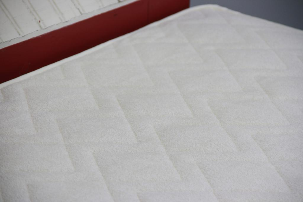 St Dormeir Cotton & Wool Washable Mattress Protector Close up