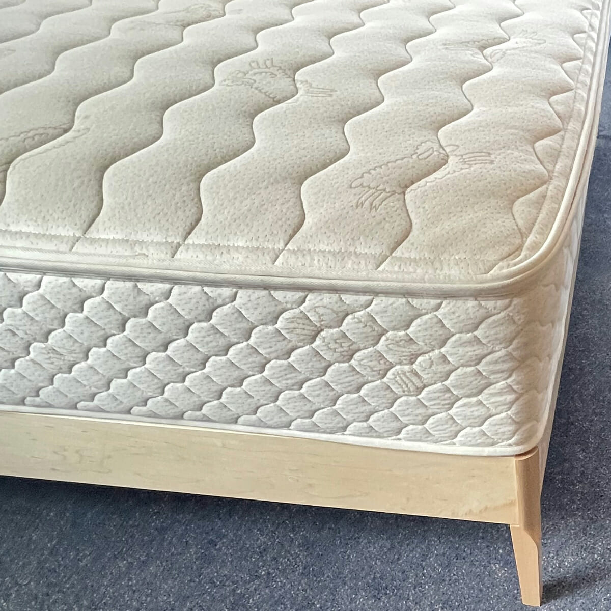 Maple Platform Bed - Mattress Eco-Finish-Corner-top